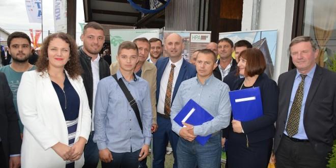 Poljoprivrednici potpisali prve ugovore za 60 milijuna kuna vrijedne investicije – nakon 50 dana od zatvaranja natječaja za mjeru 4!